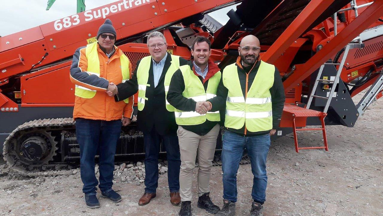 Nigel Irvine of Terex Finlay (second left) welcomes Olaf Mulder (first left) of new Spanish dealer Mycsa Mulder