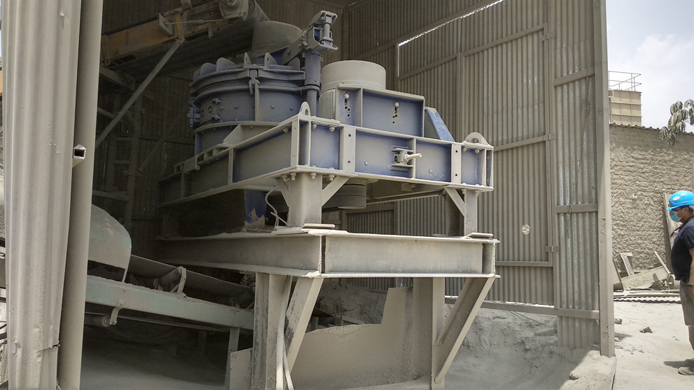 The rotor impact mill from BHS-Sonthofen is at the core of the sand processing system