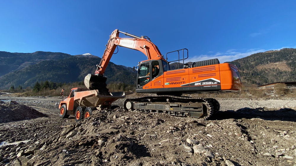 The Doosan DX350LC-7 excavator operated by Mignotti T