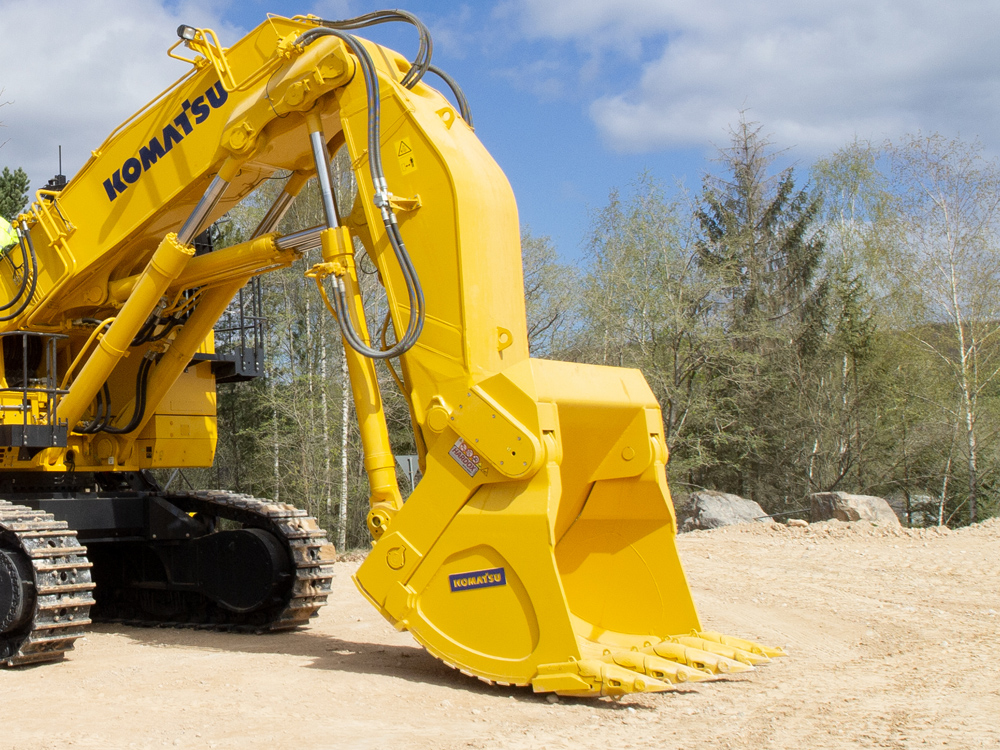 The bucket for this PC1250-11 was custom-designed by Komatsu for Lhoist's specific application and operating conditions.