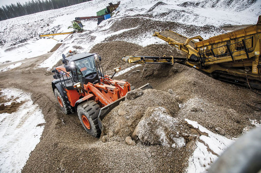Réné Apprin & Cie uses a Hitachi ZX490LCH-6 excavator for breaking