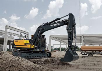The HX220AL is one of Hyundai's first Stage V ready machines