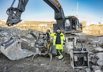 Michael Nordqvist with his 30-tonne Volvo EC300 EL tracked excavator with an Engcon QS80 quick coupler and an EC-oil automatic quick hitch system
