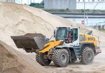 One of Tees Valley's two Liebherr L 550 XPower loaders in operation