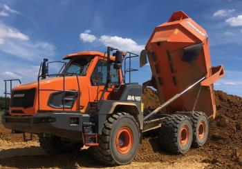 The new Doosan DA45-7 at work at Creaton's clay and loam pit in Langenreichen-Buttenwiesen, Bavaria