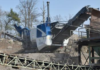 The Kleemann MOBICAT MC 110(i) EVO2 jaw crusher in operation at the quarry