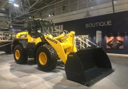 A Komatsu Dash 8 wheeled loader fitted with Continental EM-Master tyres