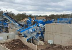 The wash plant includes a R4500 primary scalping screen and an AggMax modular logwasher