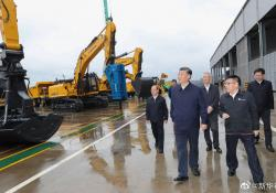 President Xi inspects LiuGong excavators at its Liuzhou plant. Source: Xinhua