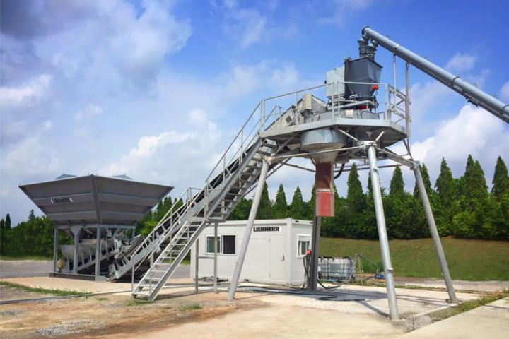 The LCM 1.0 mixing plant is suitable for stationary and mobile operation