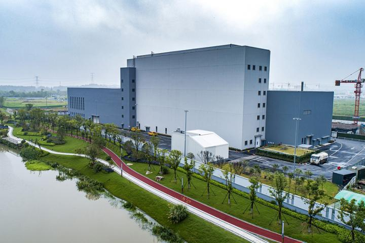 The asphalt production centre in Hangzhou